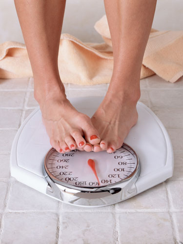 Women-with-bathroom-scale
